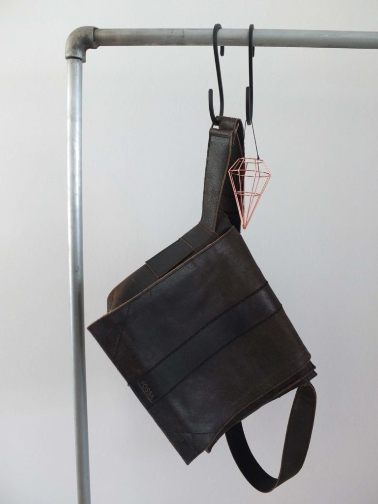 Wohngoldstück_Garderobe skandinavisches Design Kleiderstange Metall