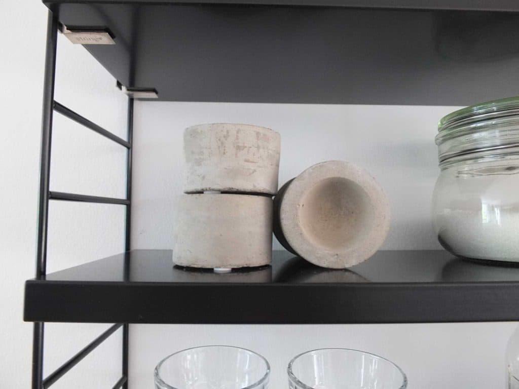 Wohngoldstück_String Pocket Regal schwarz, Styling-Ideen für die Küche