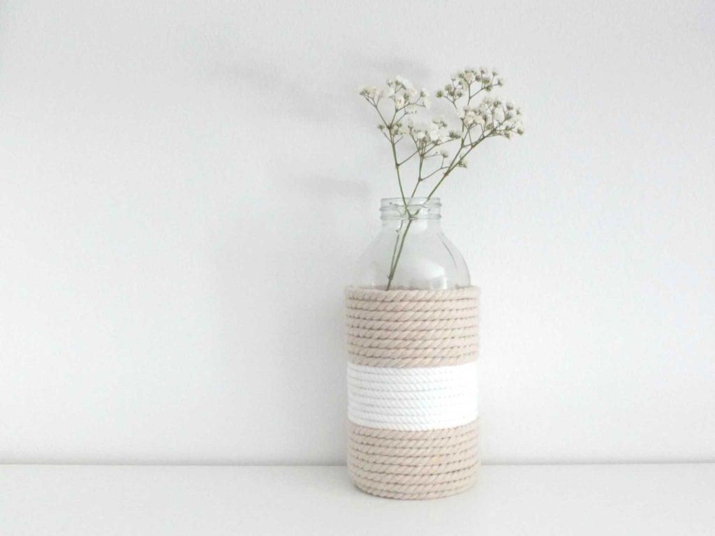 Wohngoldstück_DIY Anleitung Vase - Glasflasche mit Kordel umwickelt