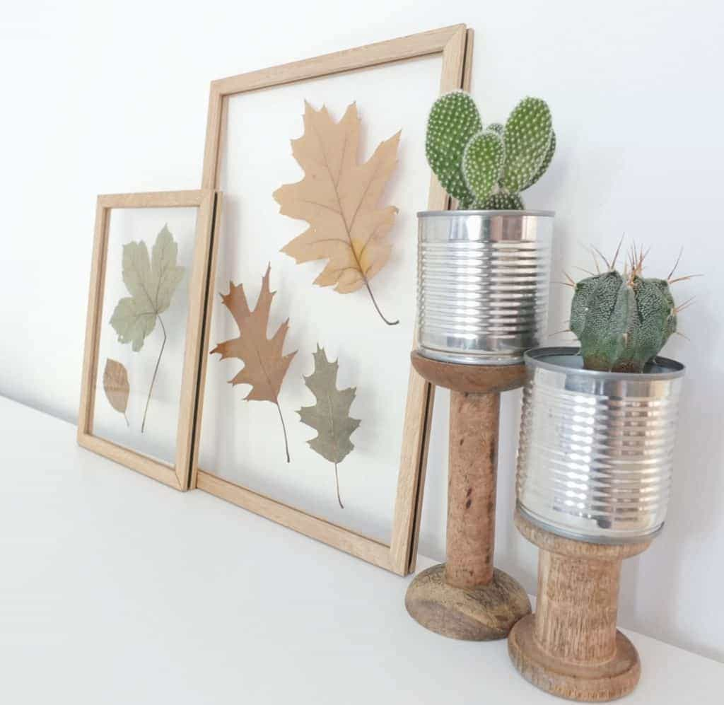 Wohngoldstück_DIY Herbstdekoration Blätter in Moebe Bilderrahmen und mit Holzklammer