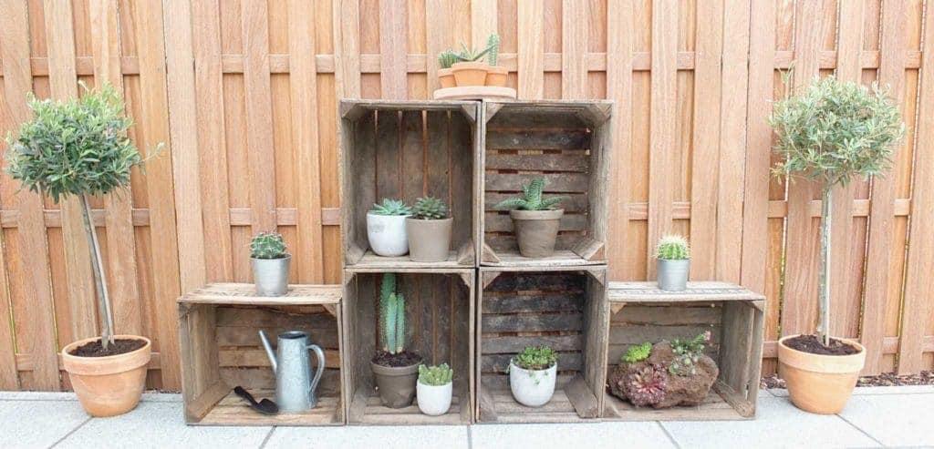 Wohngoldstück_Obstkisten-Regal Garten