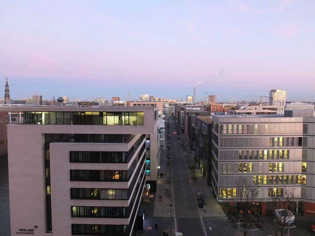 Wohngoldstück_Hamburg Elbphilharmonie Plaza Sonnenuntergang Elbe