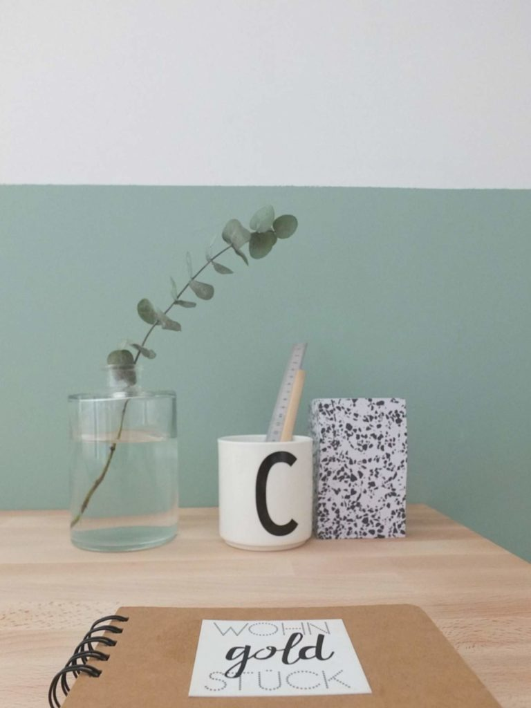 Wohngoldstück_Home Office Scandi Design Letters Becher