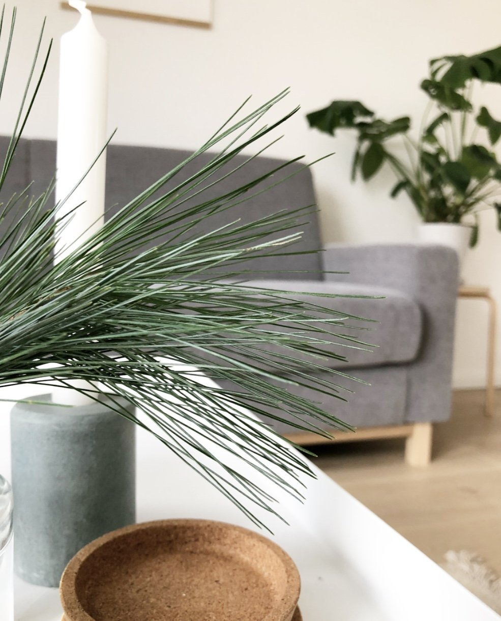 Wohngoldstück_DIY Couch Zierleisten Holzfüße