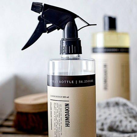 Wohngoldstueck_Das zeigt unter anderem die ästhetisch designte Sprühflasche von Humdakin