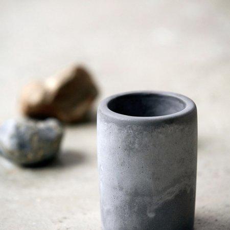 Wohngoldstueck_House Doctor Zahnputzbecher Cement