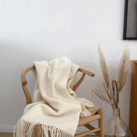Wohngoldstueck_Røros Tweed Kattefot Weiß